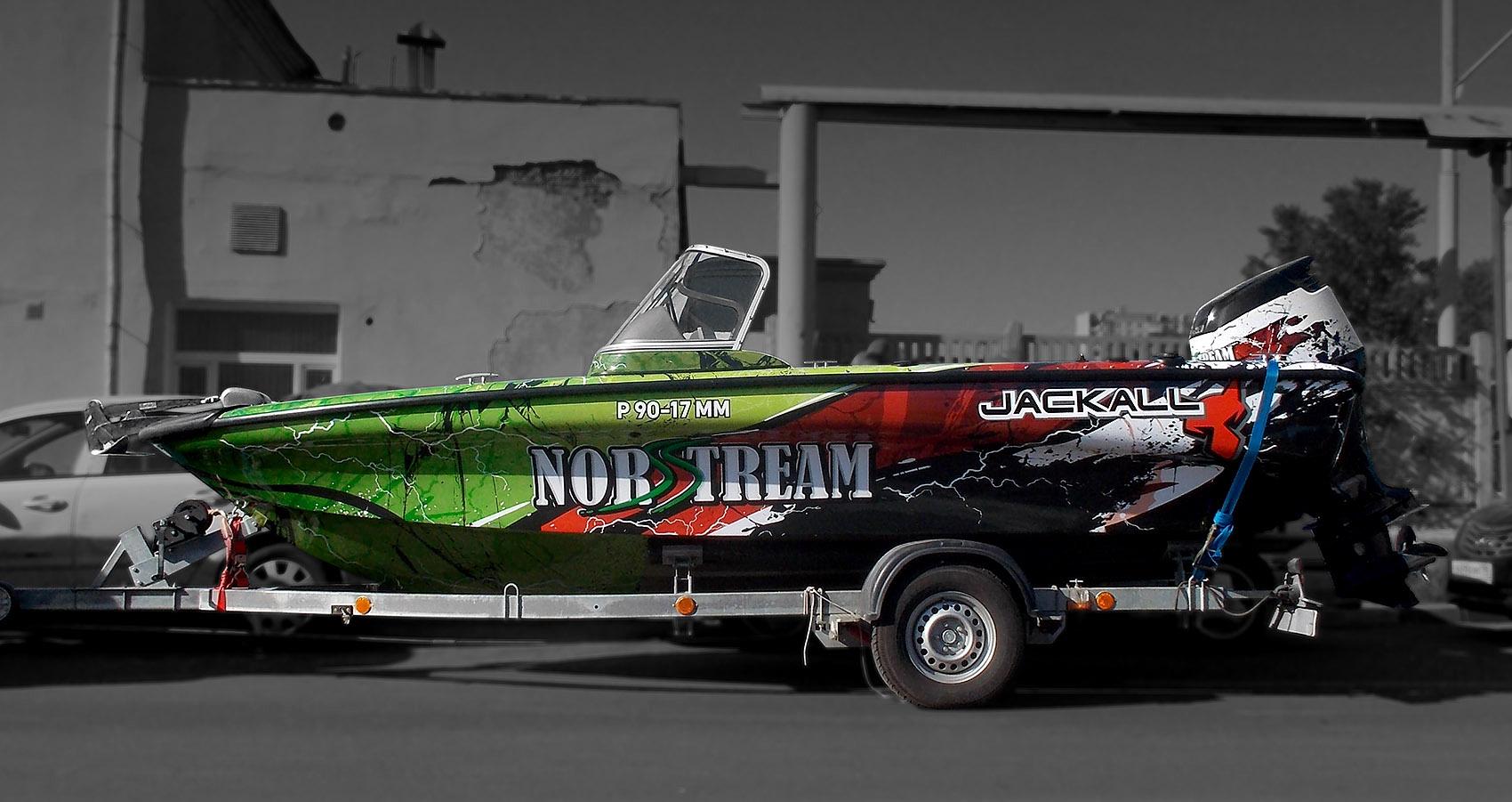 Дизайн-проект и оклейка катера для компании «Мир рыболова»